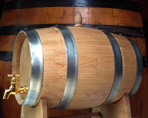 Botti in legno azienda agricola blandano for Botti usate per arredamento